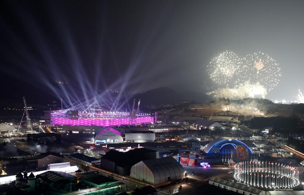 Olimpiya stadionu qırmızı rəngə boyandı