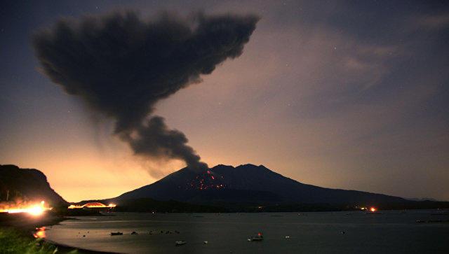 Bu ölkədə vulkan püskürdü: əhali təxliyyə edilir