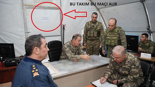 Generalların Afrin toplantısında diqqət çəkən yazı – Foto