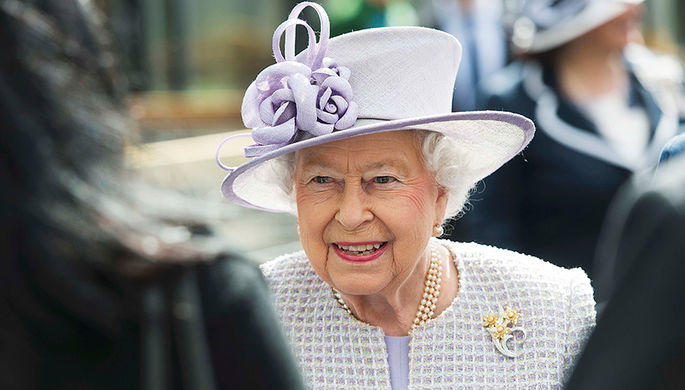 Королева впервые побывала на неделе моды - Фото