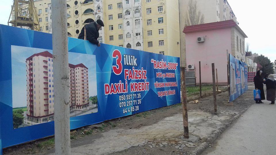 Tikinti şirkəti səkini zəbt etdi - Foto