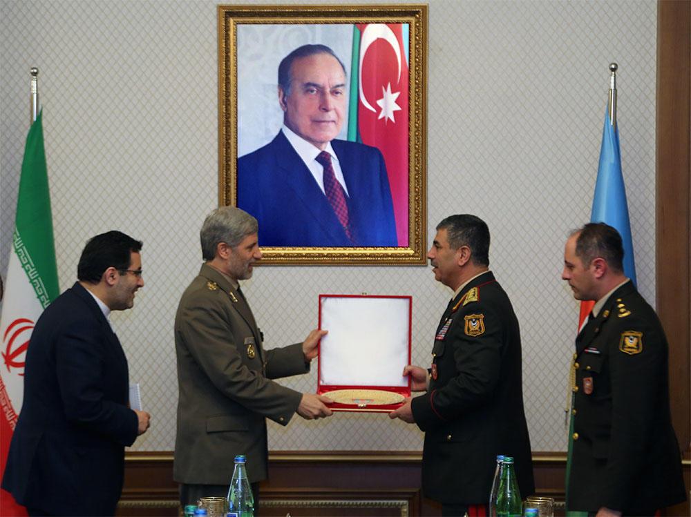 Иранский министр предложил помощь армии Азербайджана