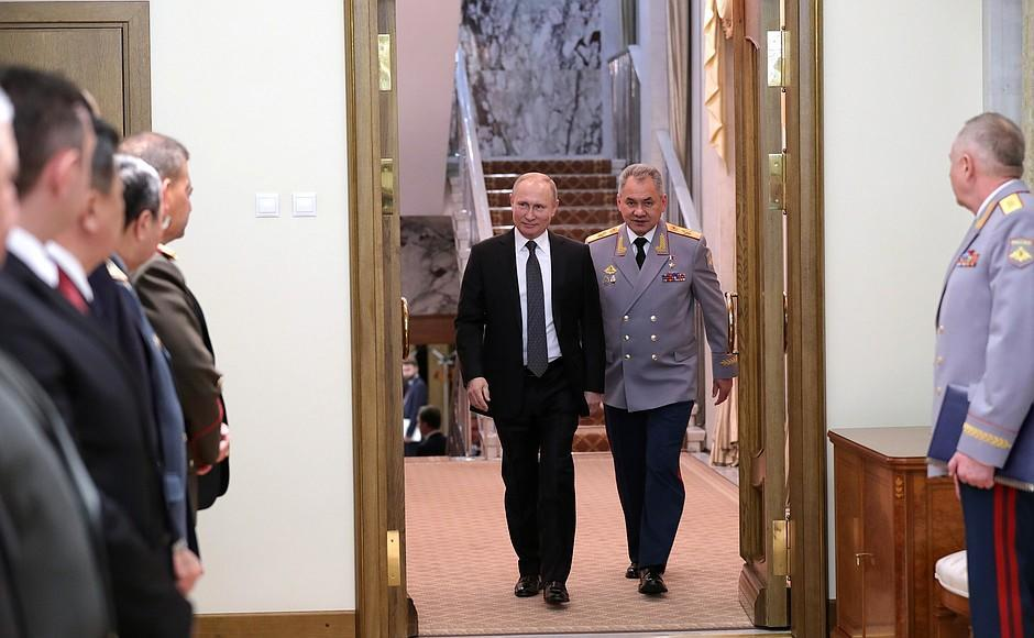 Азербайджанский генерал на встрече с Путиным - Фото