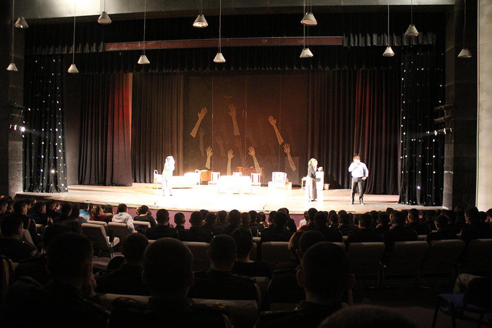 Gənc Tamaşaçılar Teatrında Xocalı faciəsi anıldı - Foto