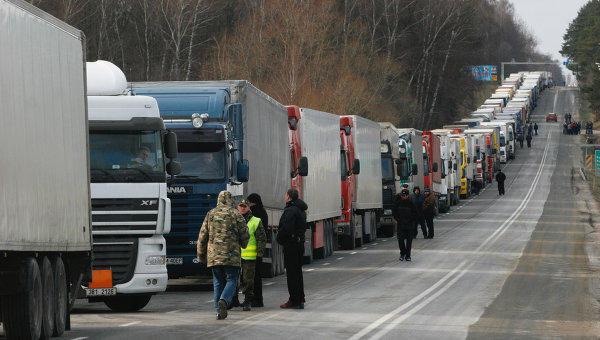 Ermənistana gedən 600-ə yaxın avtomobil yolda qaldı