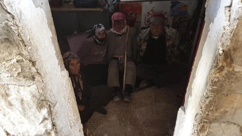 Terrorçuların xain planı: Qocaları bombaya bağlayıb… - Foto
