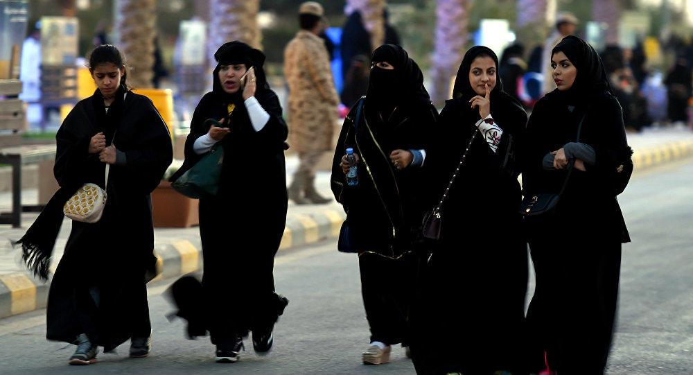 سعودییهده اینقیلاب داوام ائدیر: قادین بؤلویو یارادیلدی