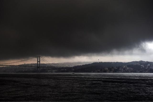 İstanbulda onminlərlə insan yürüşə başladı