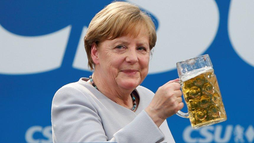 фото меркель с пивом ханнан
