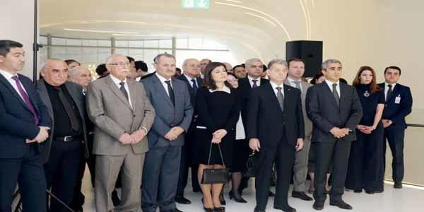 Ən qədim zinət əşyası Heydər Əliyev Mərkəzində - Foto