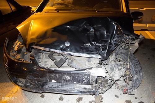 Bakıda avtomobil işıq dirəyinə çırpıldı: ölən var