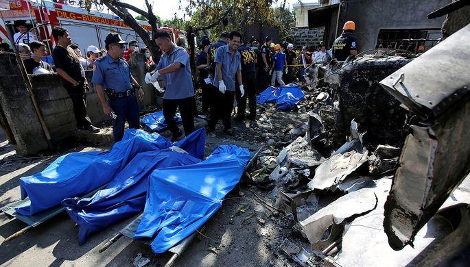 На Филиппинах упал самолет, 10 погибших - Обновлено