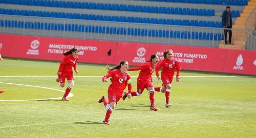 Azərbaycanda futbolçu qız təsadüfən özünü güllələdi