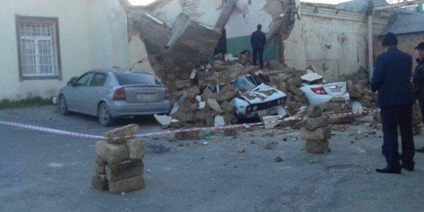 Binəqədidə bina uçdu, maşınlar dağıntılar altında qaldı - Video