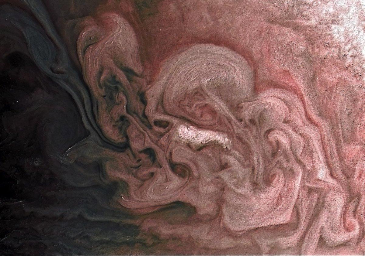 NASA опубликовало фото бури на Юпитере