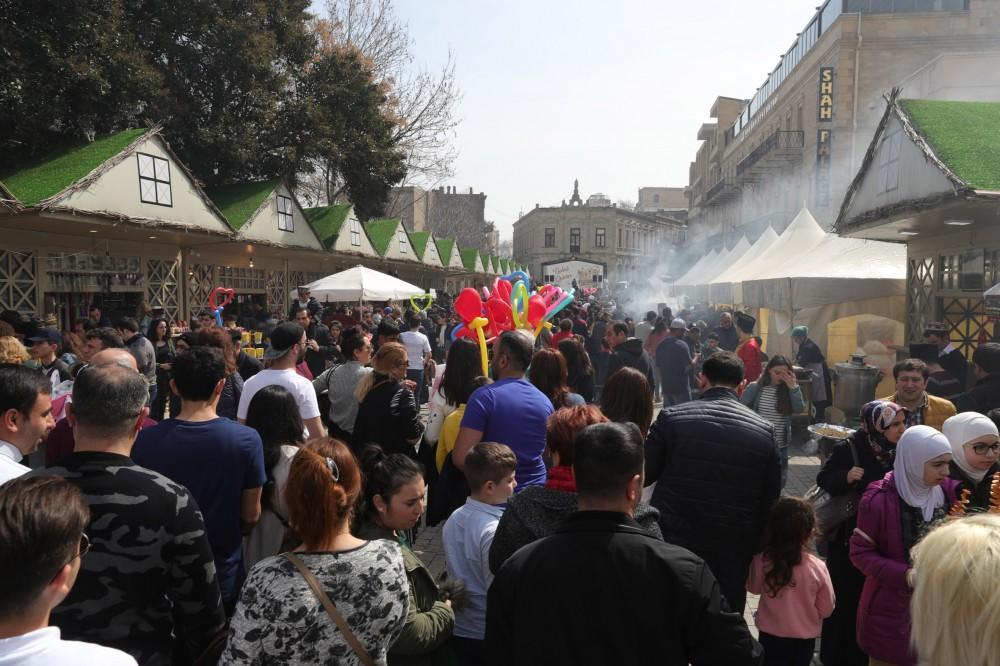 """İçərişəhərdə Novruz şənliyi - """"Bahar qalası"""""""