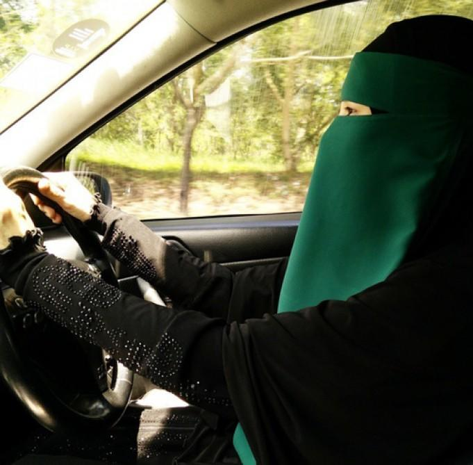 Bu ölkə niqablı qadınların maşın sürməsini qadağan etdi