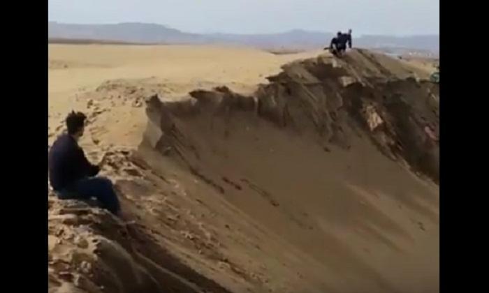 """Azərbaycanın """"Qum Təpə""""si məhv edilir - Video"""