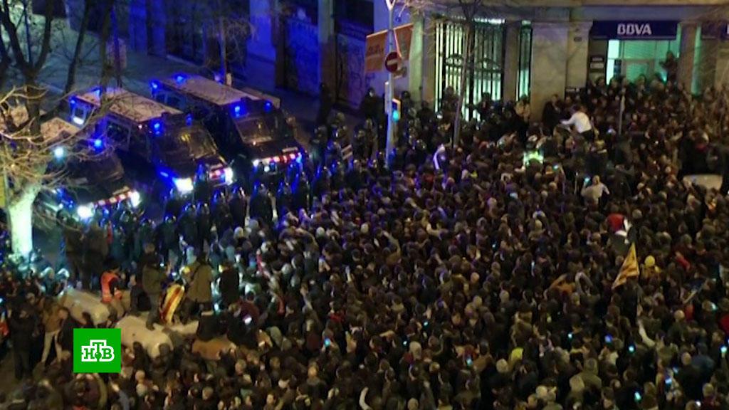 В результате столкновений в Барселоне пострадали 35 человек