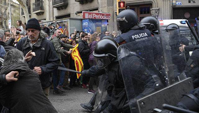 Barcelona rioters erected barricades -