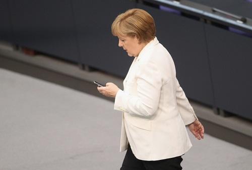 Merkel titrəməyə görə istefa verəcək?