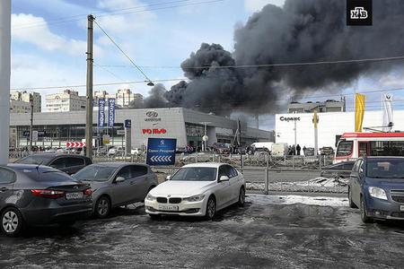 Rusiyada ticarət mərkəzini tüstü bürüdü: 100 nəfər...