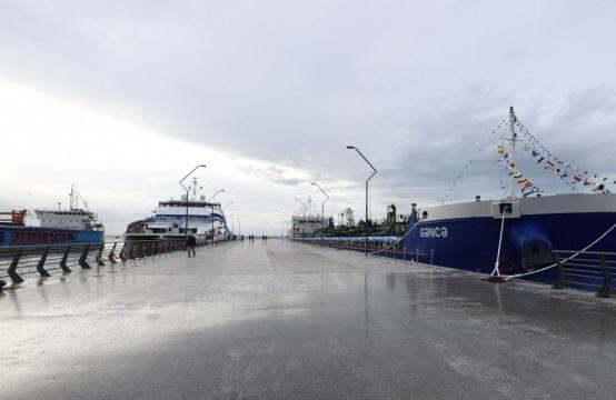 Азербайджан разрешил судам движение в территориальных водах
