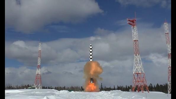 Rusiya dünyanın ən güclü raketinin görüntüsünü yaydı - Video