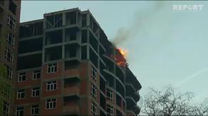 Bakıda bina yanır - Foto