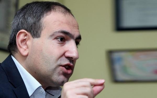Премьер Пашинян уступает журналисту Николу