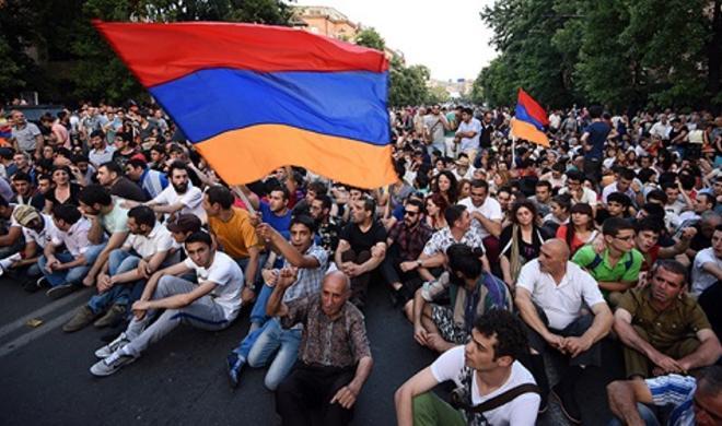 ارمنیستان قاریشیر: ایروان و ائچمیدزینده آکسییالار باشلادی