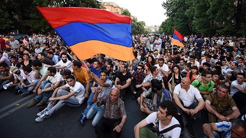 "The ""Yellow Vests"" movement begins in Yerevan"