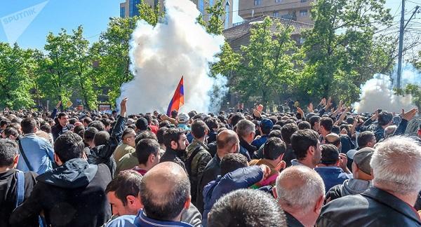 İrəvanda siyasi parçalanma: nələr baş verir? – Şok gəlişmə