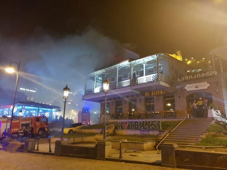 Tiflisin məşhur restoranı yandı - Foto