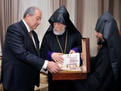 Президент обсудил с Гарегином II и Арамом I протесты