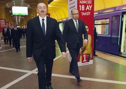 İlham Əliyev yeni qatarlara baxdı - Foto