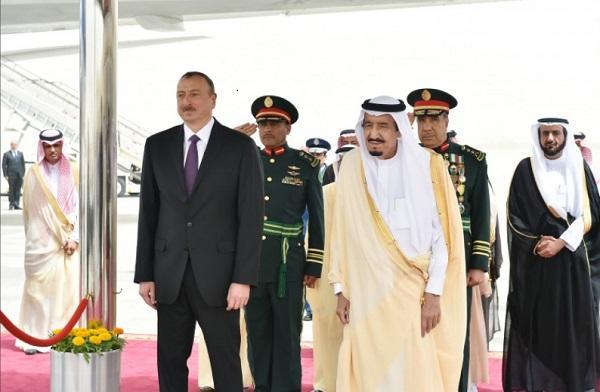 Король поздравил Ильхама Алиева