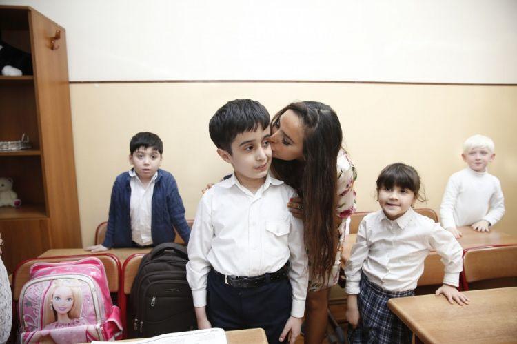 Leyla Əliyevə sağlamlıq imkanları məhdud uşaqlarla - Foto