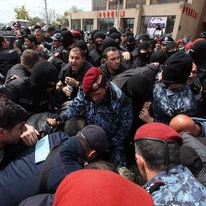 Разгон акции в Ереване: Пашинян арестован -