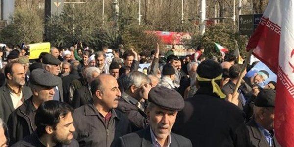 ایراندا تقاعدچولر میللی مجلیسین قاباغیندا اعتراض آکسییاسی کئچیردی