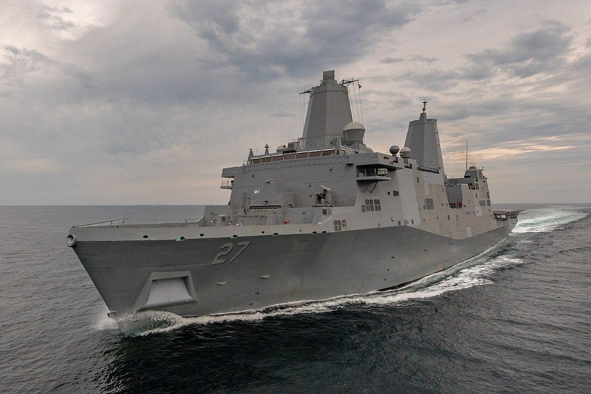 В США ввели в строй корабль с лазерной пушкой