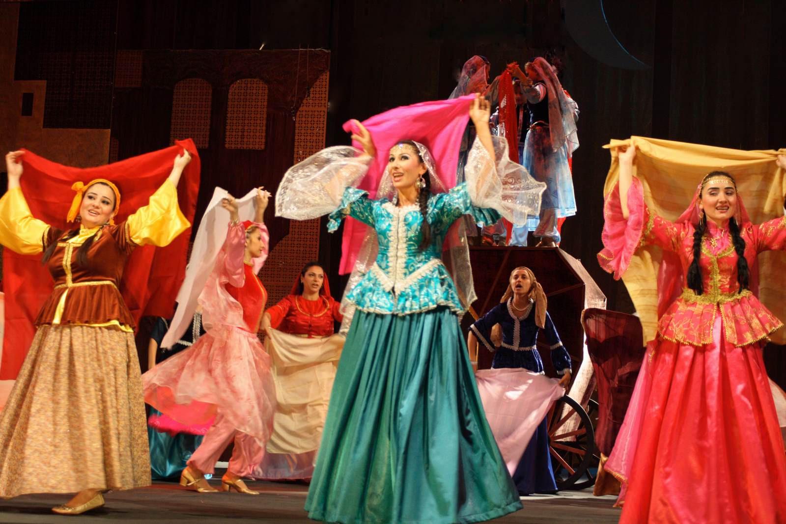 آذربایجان کلاسسیک موسیقیسی تاریخی اونلاردان باشلاییر - ویدئو