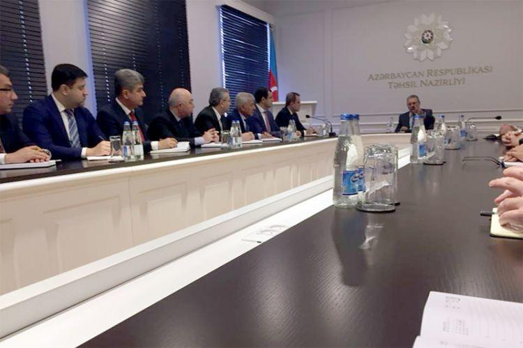 Mehdiyev yeni naziri kollektivə təqdim etdi