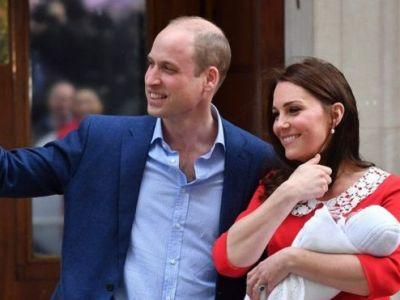 Duke and Duchess of Cambridge show off new son - Video/Photo