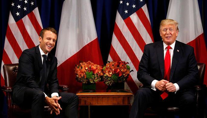 Трамп со смехом стряхнул перхоть с плеча Макрона
