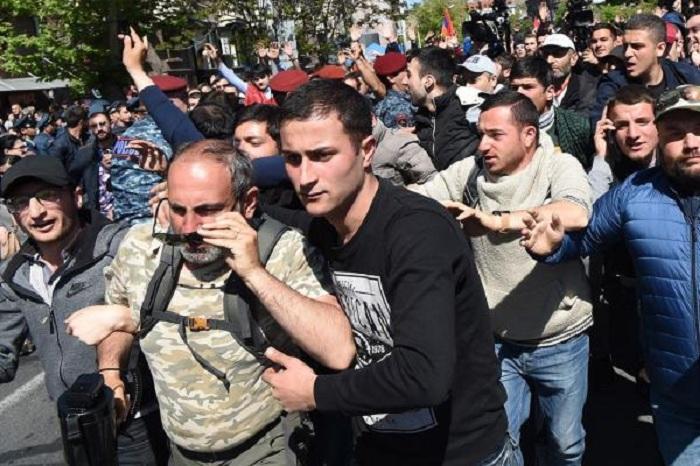 Сотни тысяч выйдут на улицы Еревана - Противостояние