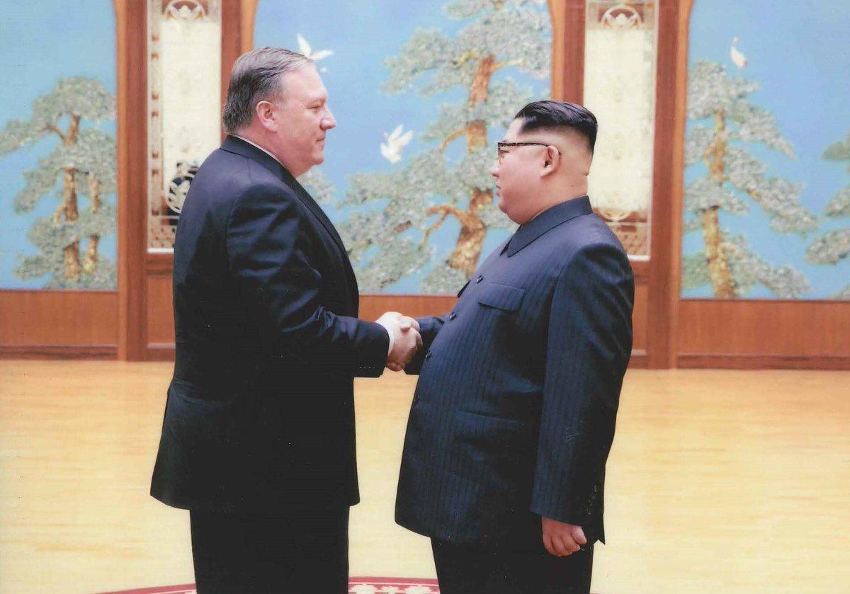 Белый дом опубликовал фото со встречи Помпео и Кима