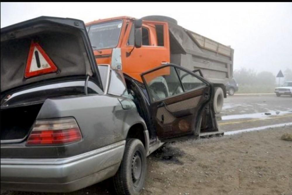 Hacıqabulda yük avtomobilləri toqquşdu: yaralanan var
