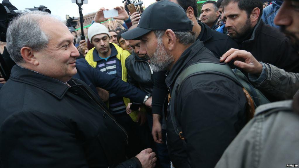Пашинян снова повел народ на площадь Республики - Видео