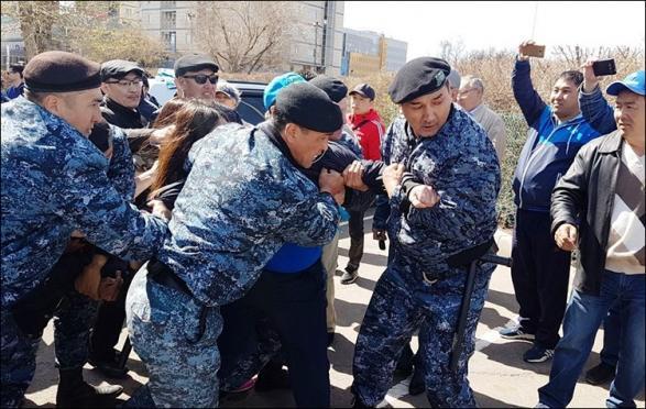 В Казахстане задержали больше 50 участников митингов